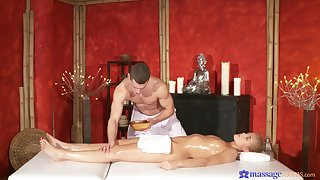 Blonde babe tries hot massage and good fucking
