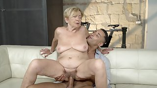 Mama feels A- with a stupendous young horseshit inner her pussy